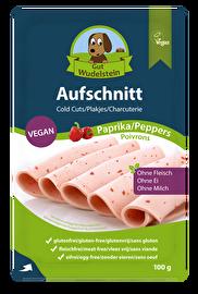Der vegane Paprika-Aufschnitt von Gut Wudelstein macht sich hervorragend auf dem Brot! Jetzt im veganen Onlineshop von kokku kaufen!