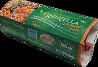 Der geräucherte Veganella von Soyana ist der ideale Mozzarella-Ersatz für alle, die einen leckeren veganen Schmelz zum Überbacken suchen! Jetzt frisch bei kokku im Kühlregal!