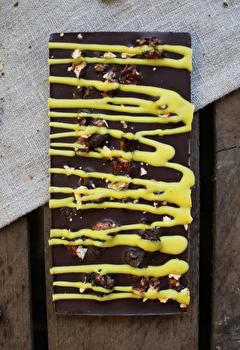 Edelbitter Schokolade °Walnuss-Krokant Zitrone° von Bernsteinzimmer günstig bei Kokku im Veganshop kaufen!