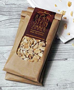 Helle Schokolade °Knusper Salz-Mandel auf Creme° von Bernsteinzimmer günstig bei Kokku im Veganshop kaufen!